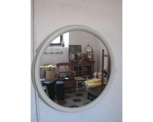 Specchio rotondo con cornice in legno color verde