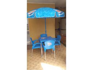 Tavolo con 4 sedie e ombrellone