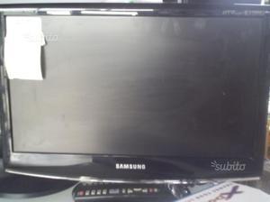 Tv e schermi di vari modelli