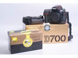 Fotocamera digitale reflex nikon d700 + bg nikon mb-d10.