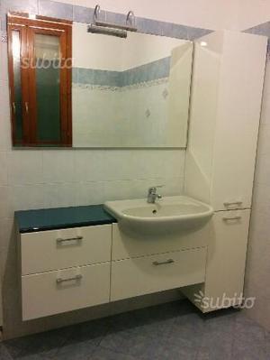 Arredo bagno bianco lucido + top vetro azzurro
