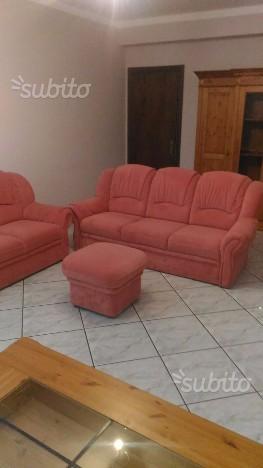 Coppia divani più pouf