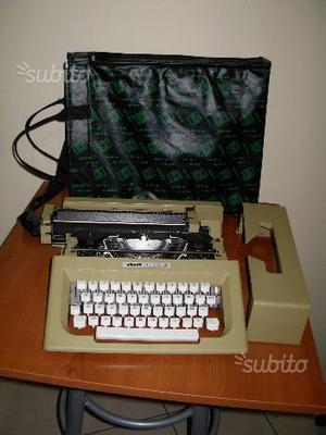 """Macchina da scrivere """"Olivetti"""" lettera 25"""