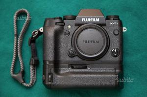 Fuji XT1 + Vertical Grip