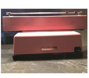macchina da scrivere Olivetti Lexicon 80E rosa