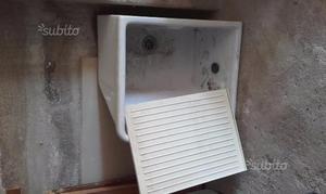Lavatoio in ceramica sospeso con staffa di ferro
