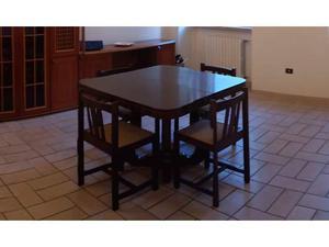 Tavolo + 4 sedie in legno