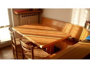 Tavolo in legno.