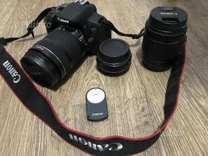 Canon 700D con obiettivi, remoto e borsa