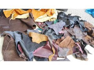 Stock Ritagli pelle pellami al kilo per bricolage sartoria