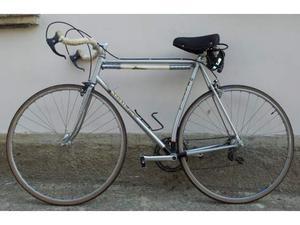 Bicicletta da corsa vintage Magni a montante curvo