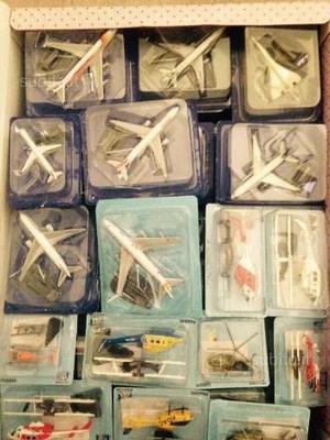 Collezione di aerei di linea ed elicotteri