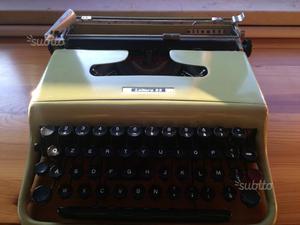 Macchina da scrivere Olivetti Lettera 22