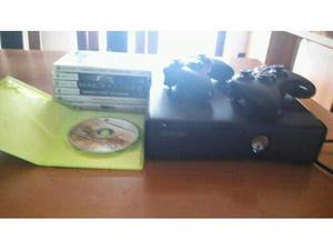 Xbox 360 Slim 4GB - 2 Joypad - 7 giochi
