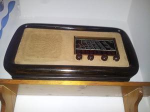 Radio antica a valvole in legno funzionante