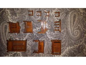 Set mobili soggiorno in legno in miniatura, perfetti