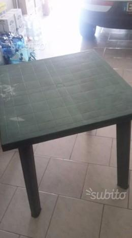 Tavolo da giardino in plastica quadrato
