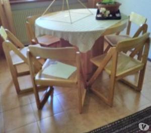 vendo tavolo rotondo con sei sedie e due mobili