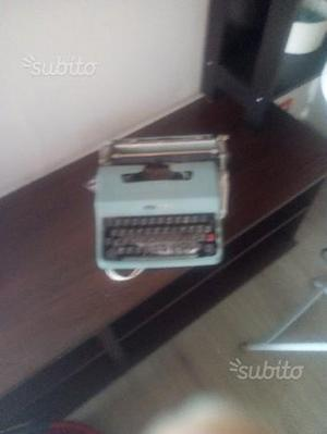 Macchina da scrivere Olivetti carta da lettera32
