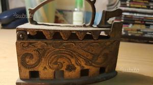 Piccolo Ferro da stiro intarsiato antichissimo