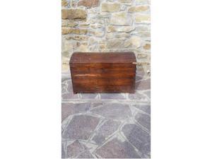 Antico baule in legno massello