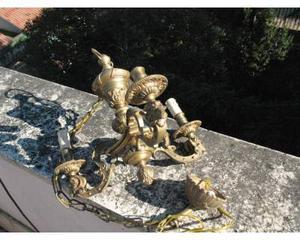 Antico piccolo lampadario in bronzo dorato tre fiamme