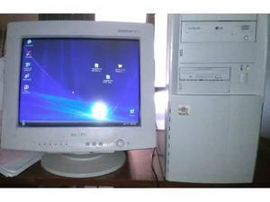 Computer fisso pentium 4 tastiera casse acustiche attive