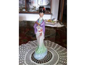 Geisha in porcellana policroma di boemia.