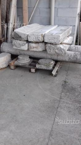 Gradini e colonne in pietra