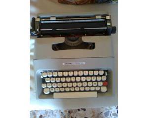 Macchina da scrivere olivetti 35