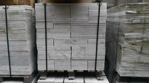 Pavimento in marmo bianco Carrara (grezzo)