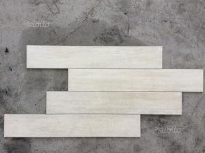 Piastrelle da esterno effetto legno bianco posot class