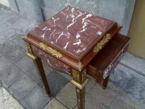 Tavolino in legno è marmo lavorato
