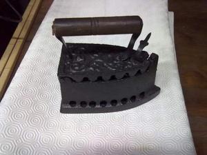 Antico ferro da stiro