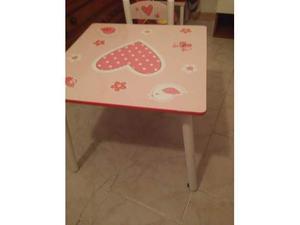 Tavolino gioco con 2 sedie per bimba