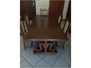 Tavolo in legno con 6 sedie