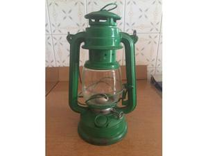 Antica lanterna lucerna a petrolio