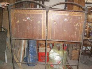 Antico letto in ferro battuto