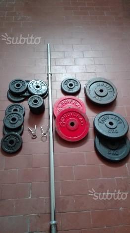 Bilancere con pesi di vari kg