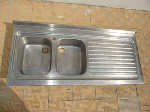 Lavello in acciaio inox con doppia vasca e gocciolatoio