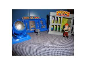 Lotto giocattolo prigione e polizia