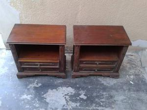 Due Comodini in Noce massello con cassetti 57x32x57