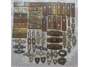 Blocco di 52 antiche vecchie bocchette in ottone e ferro -