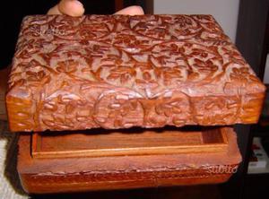 Cofanetto e portalettere intarsiati in legno