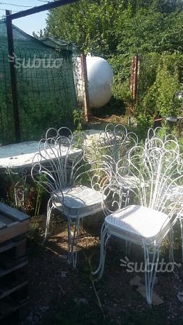 Sedie e tavolo