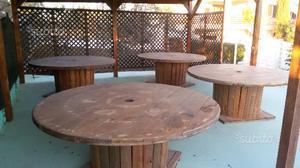 Tavoli in legno trattato