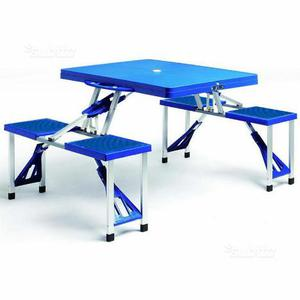 Tavolo da campeggio con sedie