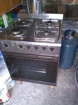 Cucine a gas e legna usate posot class - Bombola gas cucina prezzo ...