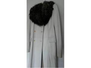 Cappotto in pelle bianca con collo in pelliccia