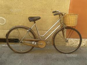 Bicicletta da donna con cestino